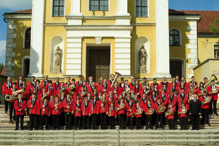 Ορχήστρα Πνευστών Μορ, Ουγγαρία